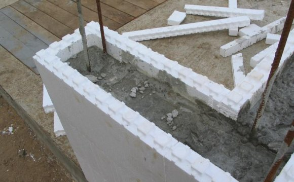 Стены из пенопласта в