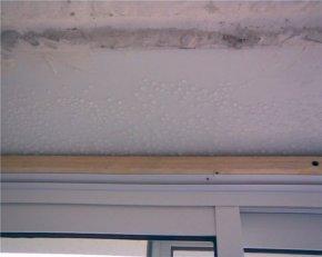 Конденсат на балконі