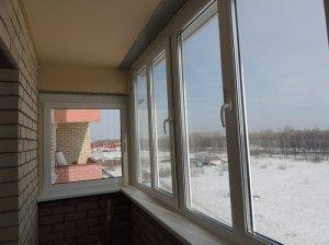 На балкон встановлено скління з профілю ПВХ